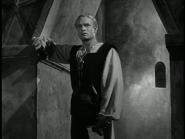 Laurence-in-Hamlet-laurence-olivier-5122029-640-480